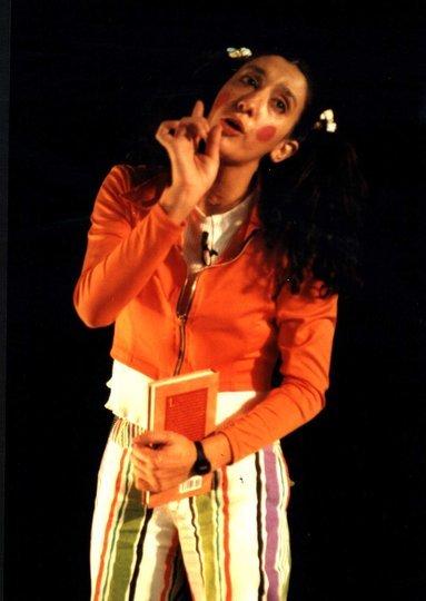 Galeria d'imatges 2: FEMENÍ SINGULAR