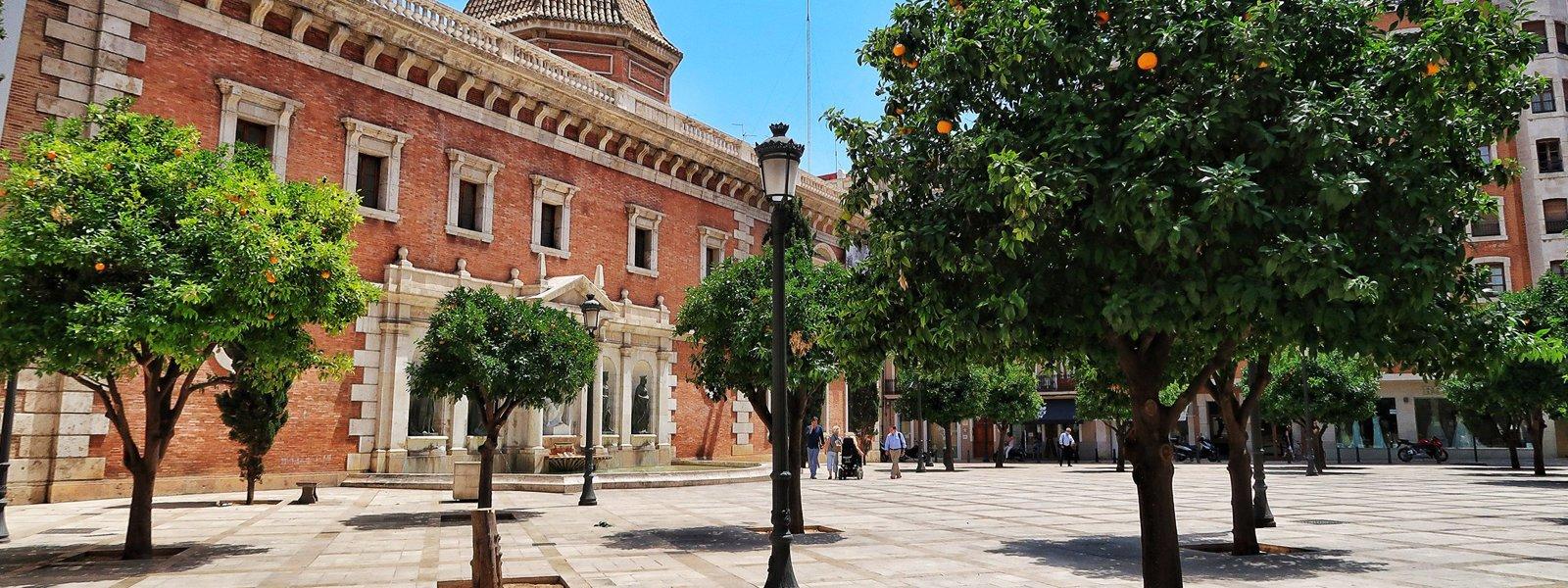 Plaça del Col·legi del Patriarca, localització per a la representació d'espectacles
